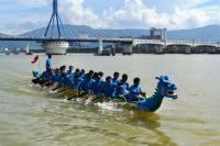 Âm nhạc đường phố và khiêu vũ bên bờ sông Hàn Đà Nẵng dịp Tết
